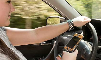 Cinco vicios al volante que comprometen tu seguridad