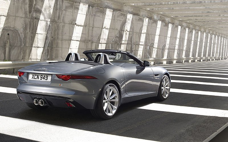 jaguar f type cabrio para privilegiados. Black Bedroom Furniture Sets. Home Design Ideas