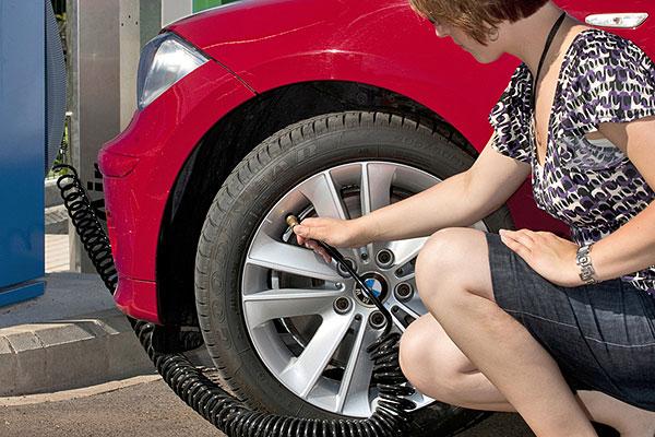Esto es lo que puede pasar si ruedas con poca presión en los neumáticos