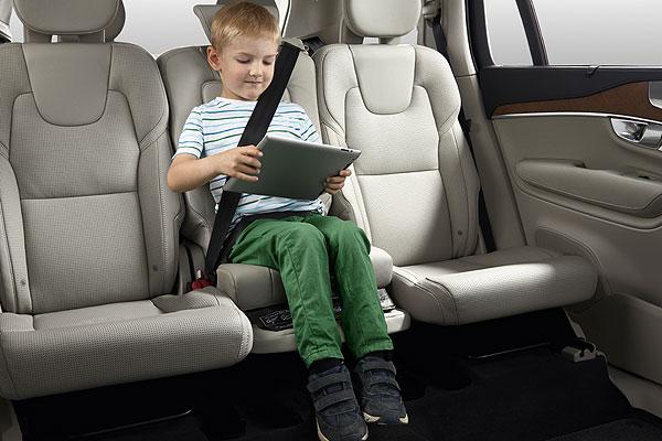Niños a bordo, ¿cómo mantenerlos entretenidos y seguros?
