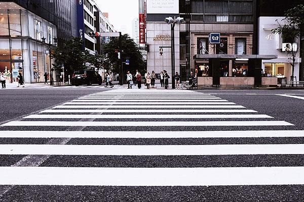 10 consejos a peatones para cruzar la calle con seguridad