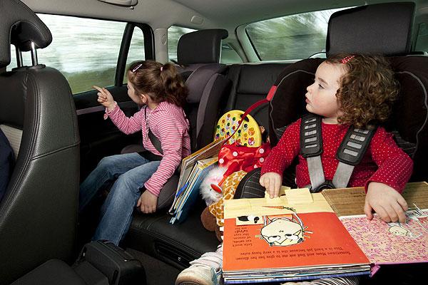 ¿Tus hijos se marean en el coche? Mira, así lo puedes evitar