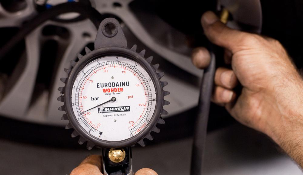 Esto puede pasar si ruedas con poca presión en los neumáticos