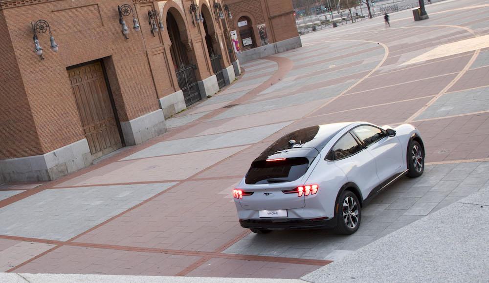 Al volante del Ford Mustang Mach-E, un SUV 100 % eléctrico