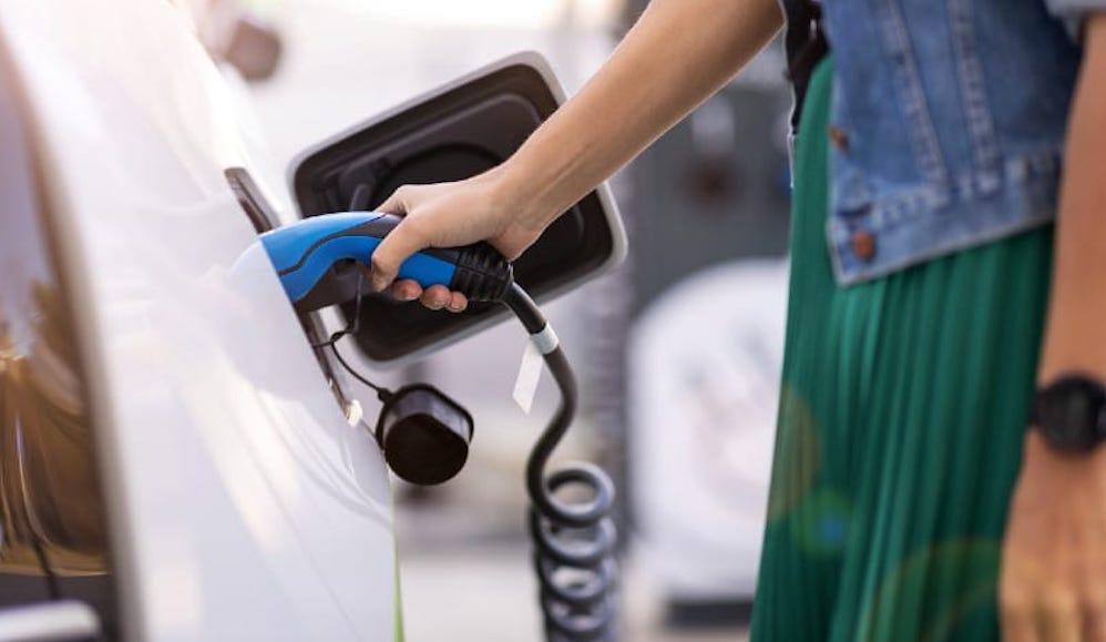 ¿Cómo recargar un coche eléctrico en casa?